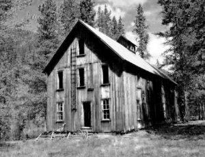 tipple-cabin_bw
