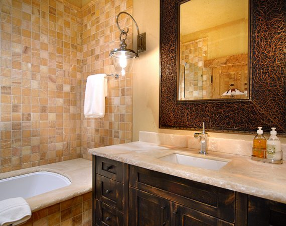 Tipple_35-guest-master-bath